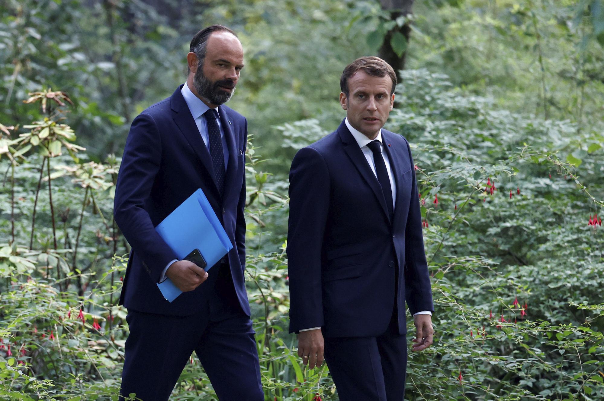 Frankreichs Regierung Tritt Zurück