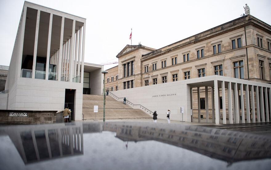 Unbekannte Attackieren Kunstwerke Auf Berliner Museumsinsel Kultur Allgauer Zeitung