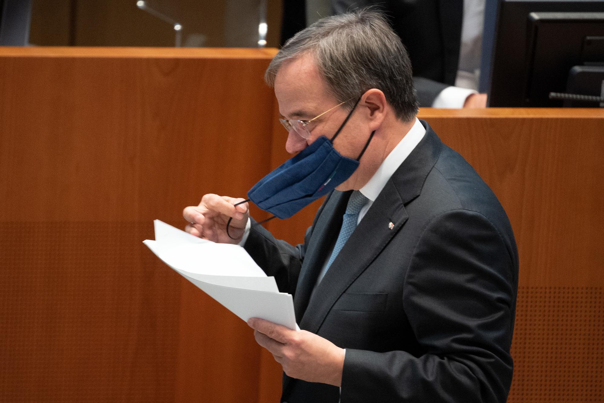Diskussion Sass Ministerprasident Laschet Ohne Maske Im Flugzeug Politik Allgauer Zeitung