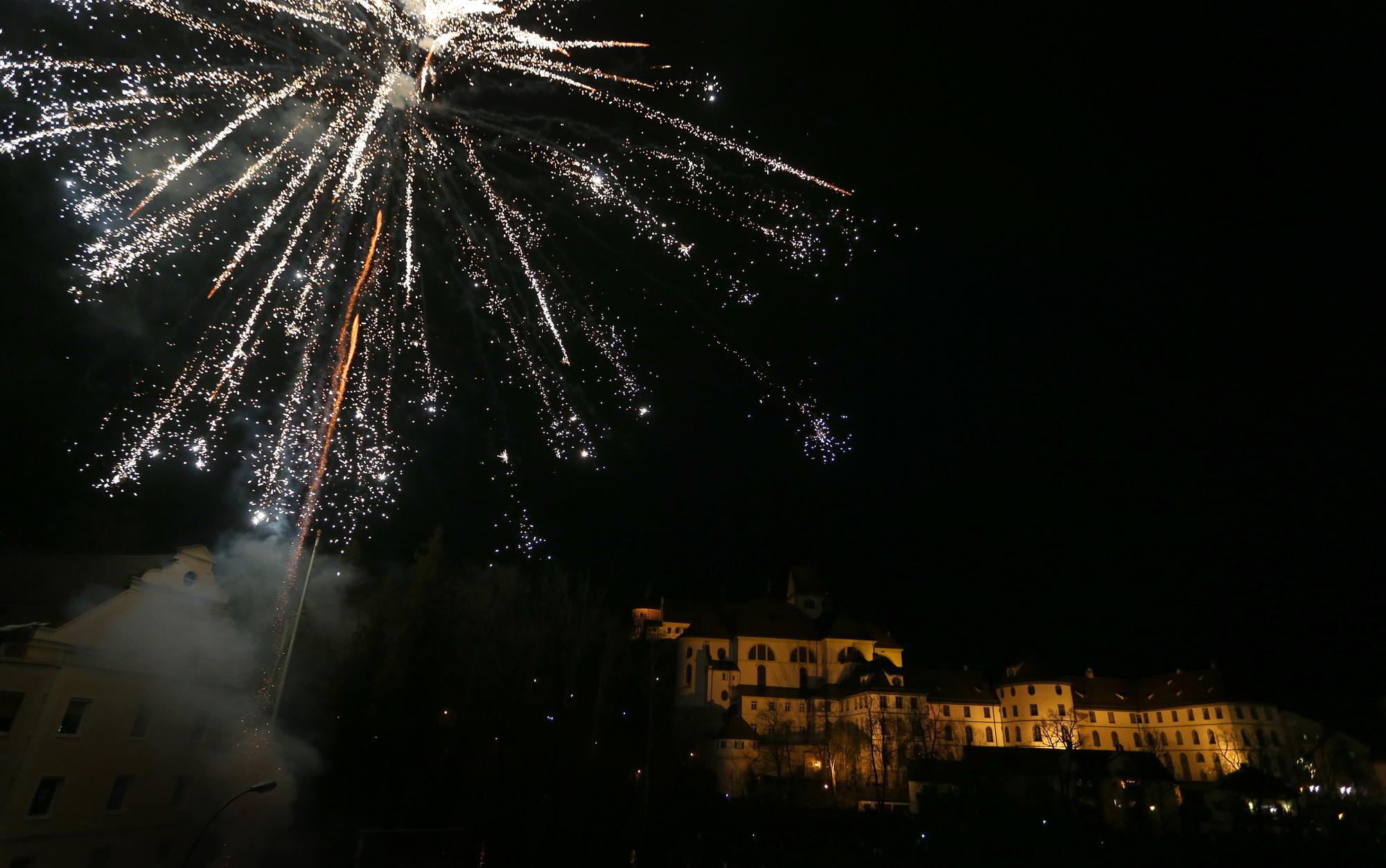 Corona: Diskussion über Feuerwerksverbot an Silvester 2020 ...
